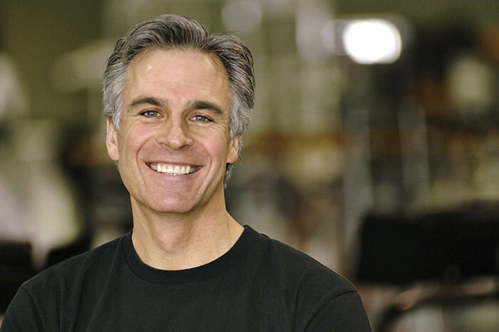 An older man smiling with dentures
